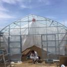 ビニールハウス及び水耕栽培ベッドの組み立て作業の補助