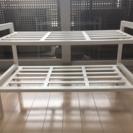 白い木製のシェルフ