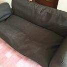 無料。グレーのソファー。