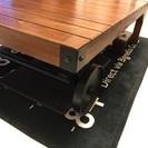 ローラー付木製テーブル