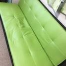きれいな緑色のソファ
