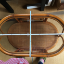 藤のテーブル