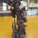 紫檀?人物の彫刻 オブジェ 置物 古い物、ひびと欠け、汚れあり。取...