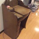 オシャレなドレッサー(椅子付き、ランプ付き)