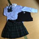女の子用、卒業式などに着られるブラウス、スカート