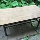 小柄なテーブル又はデスク差し上げます。