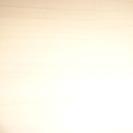 白めの木目調の机です。痛んでます。