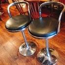 【無料】オシャレなBAR風の回転椅子