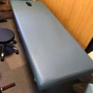 マッサージベッドとケア用椅子