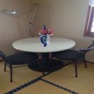 コーヒーテーブル?サイドテーブル? 丸テーブル? イス4脚付き!