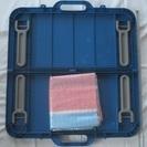 《未使用品》アウトドアに最適!小型・軽量・折畳み式の取っ手付座卓