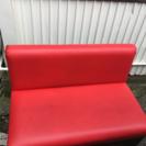 赤い2人がけソファー