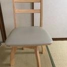 椅子 回転式 二脚あります