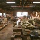 昔ながらの大工の技を生かして家具を作っています。