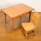 カントリーっぽいパインのテーブルとウッドチェア1脚のセット。使用感...