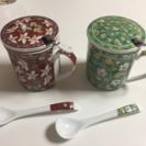ペアの茶こしつきマグカップ