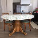 猫足 丸テーブル 椅子付き ミントンのテーブルクロス付