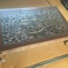 木彫りの立派なテーブル