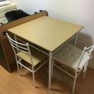 テーブルと椅子2脚セット譲ります