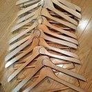 木製ハンガー10本ほど