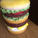 ハンバーガー型椅子