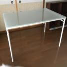 IKEA ガラステーブル