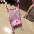 女の子 傘とお人形さん用のベビーカー