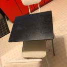 小ぶりなテーブル イス二脚セット