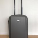 Samsonite スーツケース : 機内持込み可能、TSAロック付き。