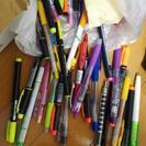 ボールペン、マーカー、鉛筆
