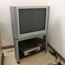 VHSビデオデッキとテレビのセット