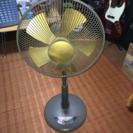 【特売 美品】30cm 高風量5枚羽リビング扇風機(ゴールド羽根リ...
