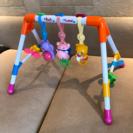 赤ちゃん用のおもちゃ、引っ張ると音が出たりします。