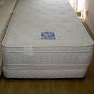 Serta(サータ)のベッドをうります。シングル2台あります。(1...