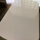 100円で高さ調節可能なテーブルを売ります。