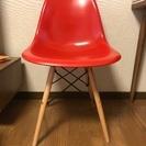 イームズの赤い椅子(レプリカ)