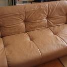 ベージュのソファーベッド