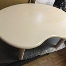 白のデザインテーブル