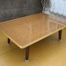 古臭い木目のテーブル