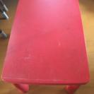 IKEA 赤いテーブル