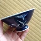 古いデザインのお茶碗4つ
