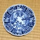 青い柄の少し浅い小皿1枚