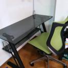 強化ガラスの机と椅子のセット