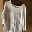 無印、ユニクロ白色シャツ、Tシャツ