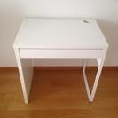 真っ白な IKEA のデスクを 3,000円 でお譲り致します
