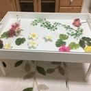 白基調のコレクションテーブル