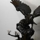 大きな金属製 鷲(わし)の置き物