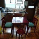 キッチンテーブルと椅子4脚