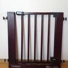 【値下げしました!】木製ベビーゲート(幅75cm〜88cm)、ダー...
