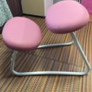 背中が曲がらない勉強机の椅子